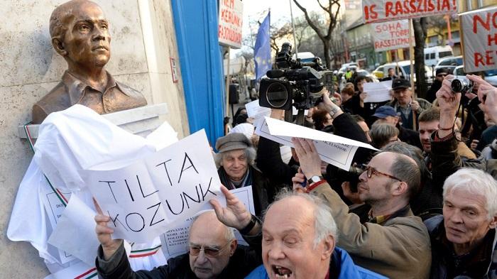 Tüntetők akadályozták meg az antiszemita Donáth György szobrának felavatását