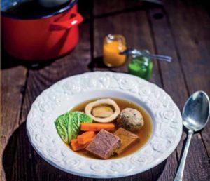 A nagymama ünnepi receptje: marhahúsleves maceszgombóccal
