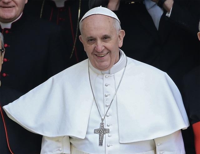 Ferenc pápa: Miért nem bombázták az Auschwitzba vezető utakat?