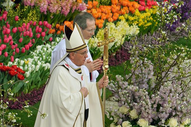 Ferenc pápa a húsvéti szerintmisén a Vatikánban