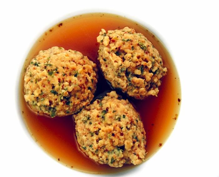 Fűszeres Eszter: kakasleves maceszgombóccal