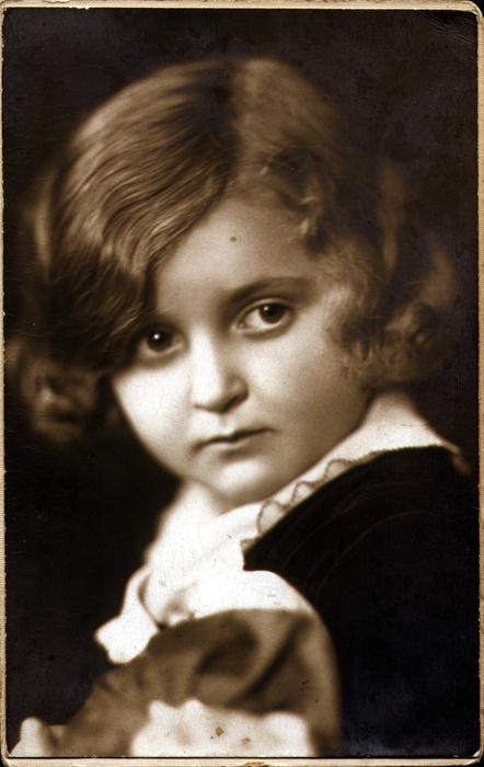 Szamosi Ivánné, azaz Rosenfeld Mariann kislányként