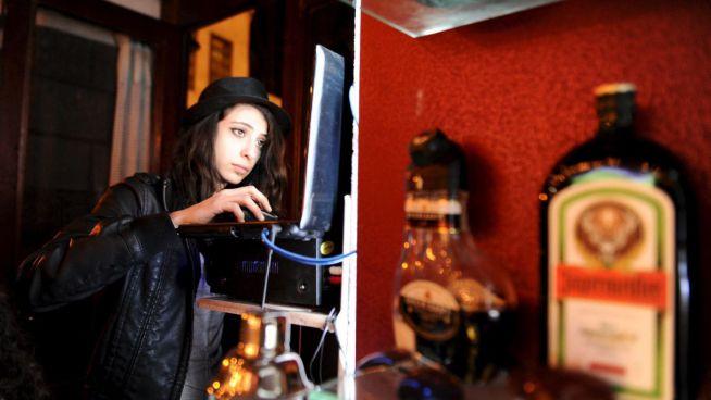 Marah a 80s DJ-je zenét kever a vendégek számára