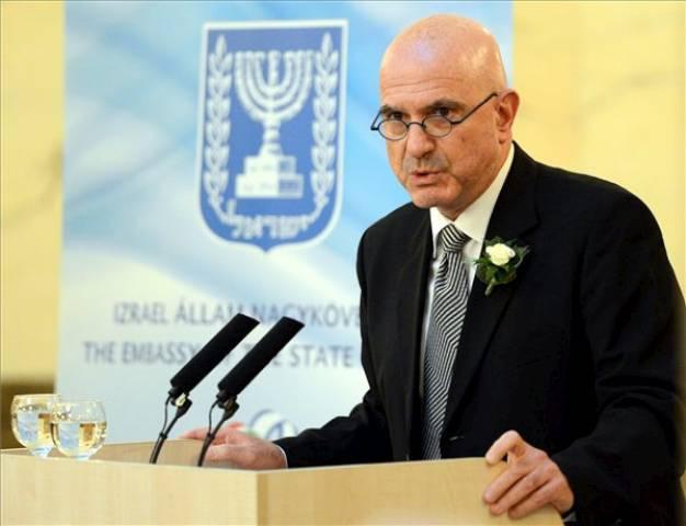 Az izraeli nagykövetség bojkottálja a Magyar Hírlapot Bayer Zsolt miatt