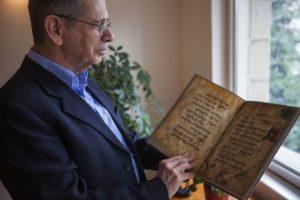 """Milliárdokat kérnek az örökösök a híres """"madárfejű haggadáért"""" az Izrael Múzeumtól"""