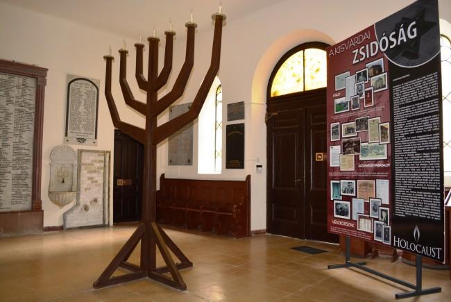 a zsinagóga előtere