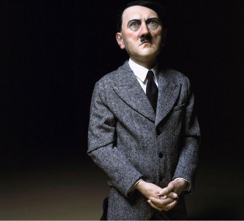 Rekordáron kelt el az imádkozó Hitlert ábrázoló botrányos szobor