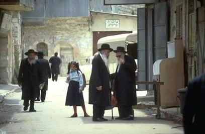 A kalapból és a kaftán helyett viselt ferencjóskából ítélve magyarok