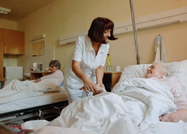 Összefognak a nővérképzésben a keresztény egyházak és a Mazsihisz