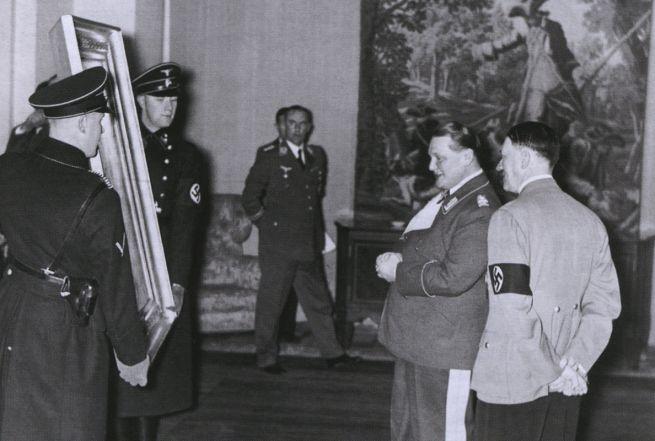 Hitler és Göring egy festményt tekintenek meg