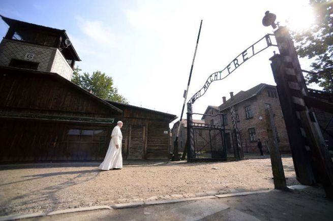 Ferenc pápa Auschwitzban
