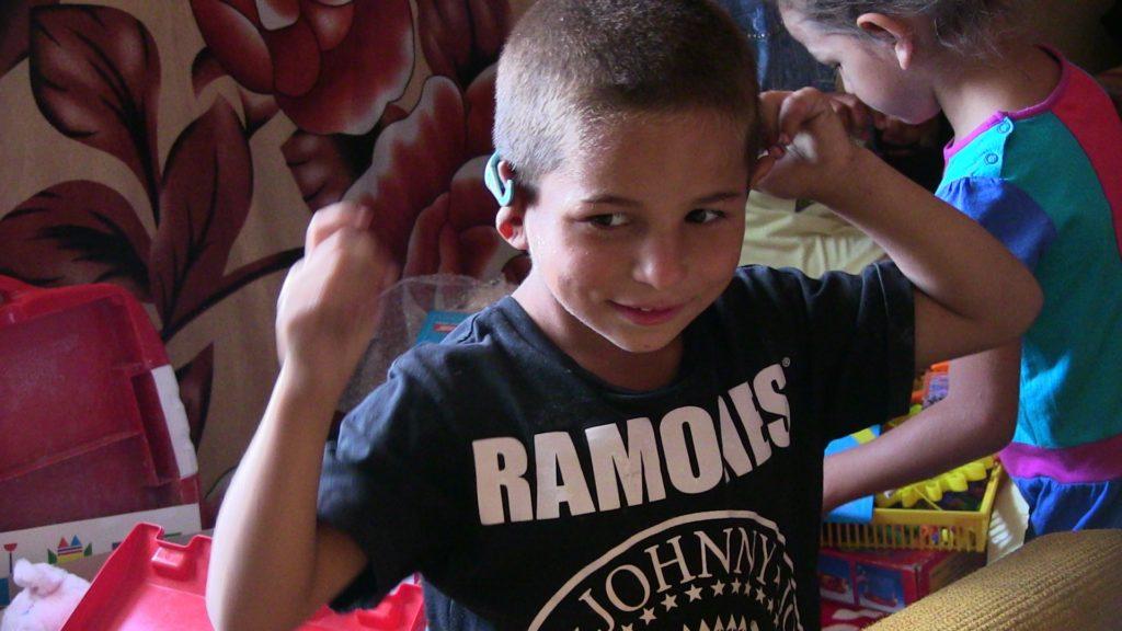 Átadtuk az adományokat az anya nélkül maradt kilencgyerekes családnak