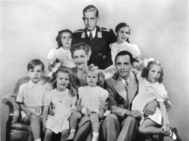 A Goebbels-család, Magda középen