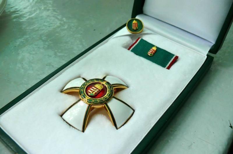 A Mazsihisz elnöke is visszaadja lovagkeresztjét Bayer Zsolt kitüntetése miatt
