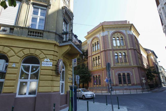 Balra a leendő muszlim kulturális központ. jobbra a Rabbiképző (Fotó: Nagy Béla / Magyar Nemzet)