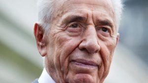 Simon Peresz az életéért küzd