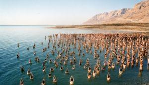 Meztelen emberekkel mentenék meg a Holt-tengert
