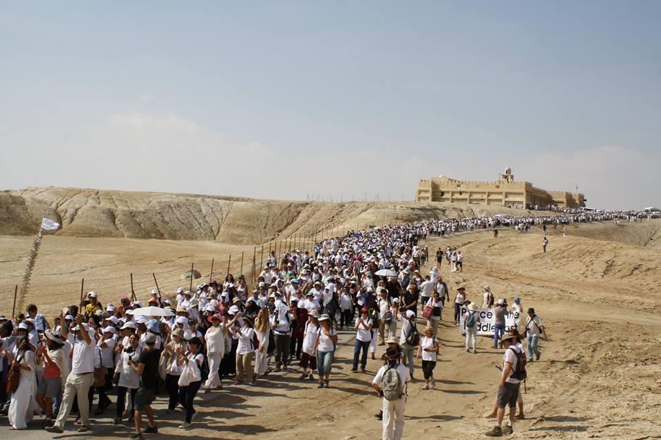 Több ezer izraeli és palesztin nő vonult keresztül a sivatagon a békéért demonstrálva