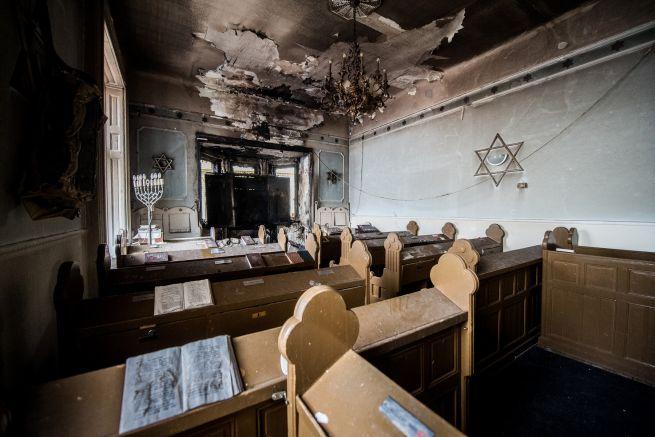 A tűz nyomai a zuglói zsinagógában (Fotó: Bődey János/Index)