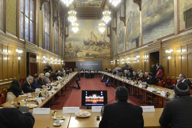 A Zsidó Közösségi Kerekasztal ülése (Fotó: Soós Lajos/MTI)