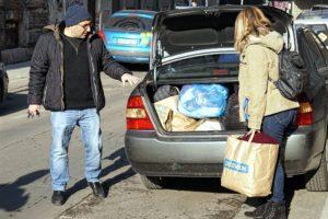 """Összefogás a hidegben – A Rabbiképző """"életmentő"""" segítséget nyújtott a Menhely Alapítványnak"""