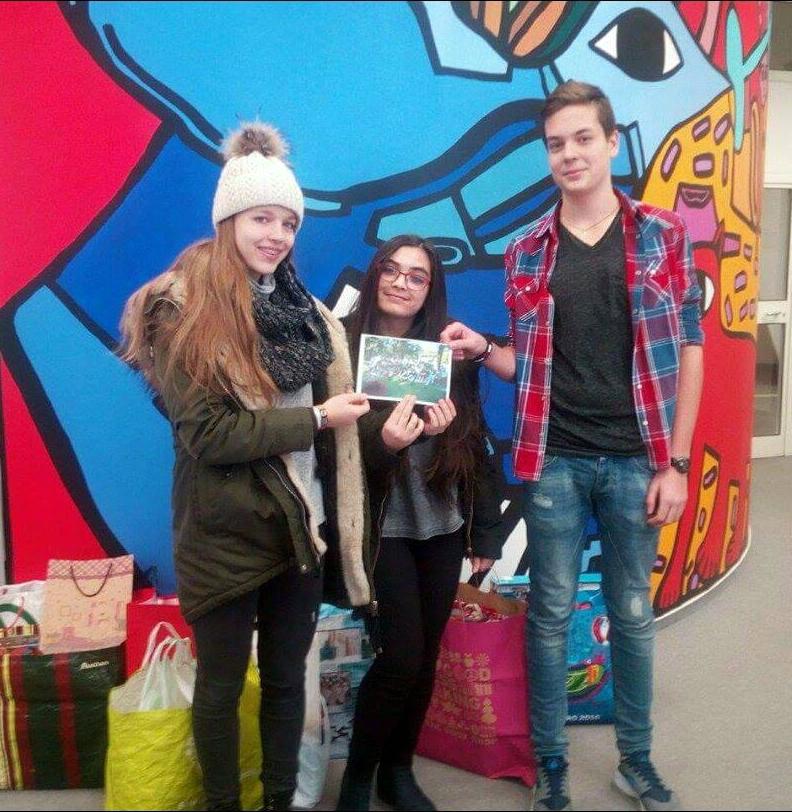 Több mint 60 rászoruló családot tettek boldogabbá a Lauder Iskola jótékonysági akciója keretében