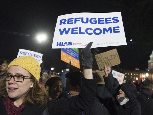 Tüntetés Trump menekülteket kitiltó rendelete ellen