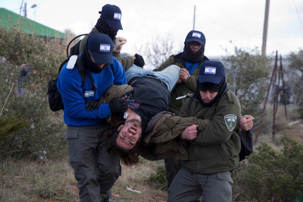 Illegális zsidó telepet számoltak fel az izraeli biztonsági erők