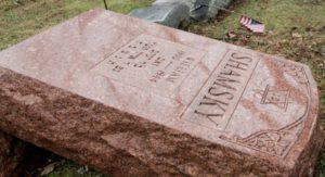 Muszlimok szerveztek gyűjtést a megrongált zsidó temető helyreállítására