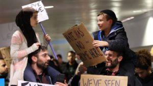 Máris ikonikussá vált a Trump ellen együtt tüntető muszlim kislány és zsidó kisfiú fotója