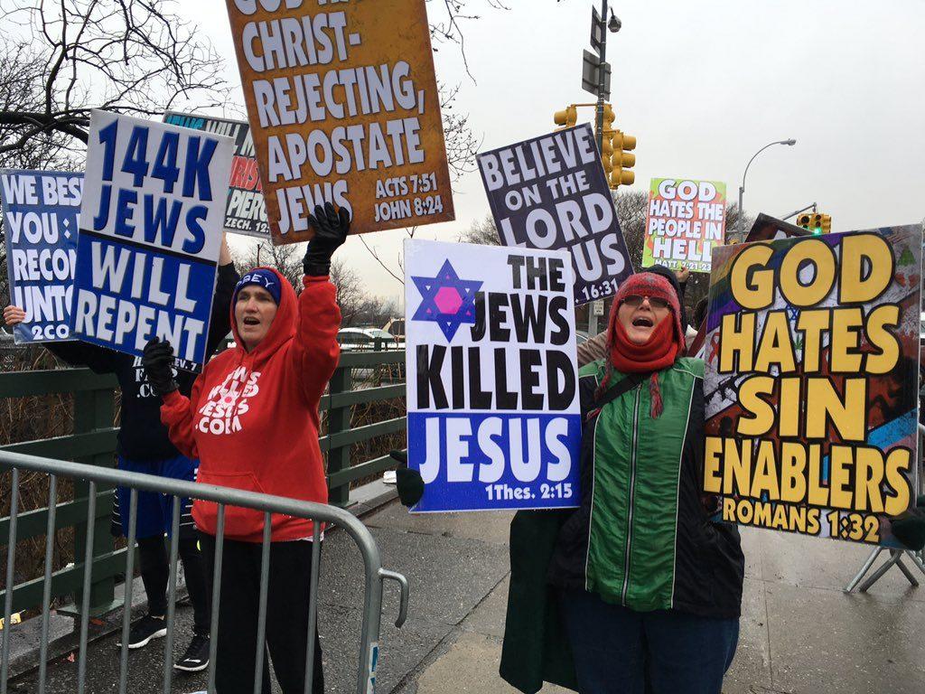 Csattanós választ adtak a New York-i zsidó egyetem diákjai a gyűlölködő keresztény szekta tüntetőinek