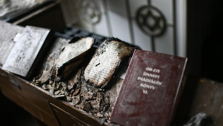 A kormány támogatja a leégett zuglói zsinagóga felújítását