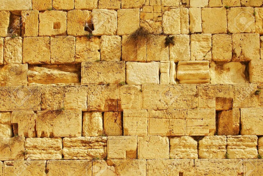 A Siratófal már át is esett a peszahi nagytakarításon