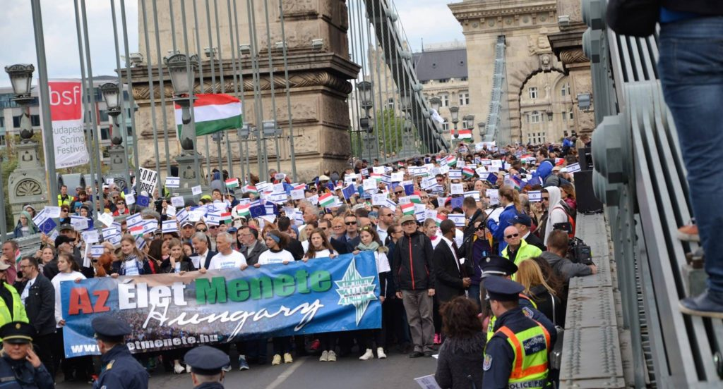 Több mint 10 ezer ember vett részt az idei Élet menetén
