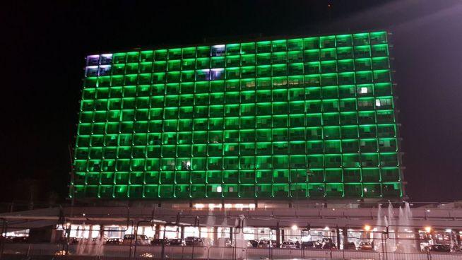 A zöldbe borult tel-avivi városháza