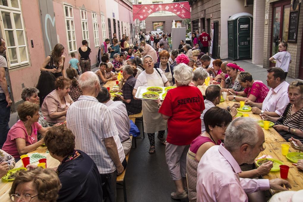 A mellrák elleni küzdelem jegyében telt a Judafest közösségi vacsorája