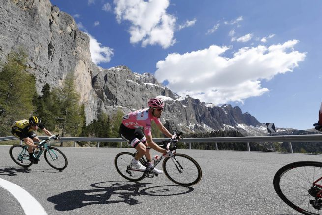 A tavalyi győztes Tom Dumoulin a Giro d'Italia 18. szakaszán