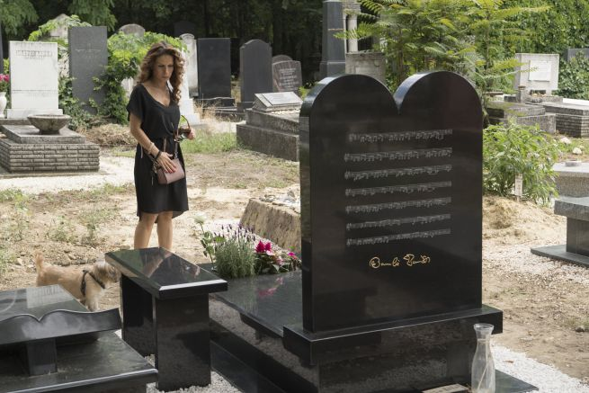 Somló Tamás sírköve a Kozma utcai zsidó temetőben, a hátoldalán a Ha a csend beszélni tudna című dal kottájával (Fotó: Járai László/Blikk)