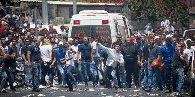 Palesztinok demonstrálnak Jeruzsálem óvárosának közelében