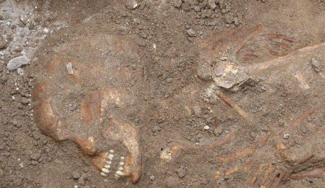 Egy, a kánaániak idejéből származó harcos maradványai, amelyet a libanoni Szidónban tártak fel