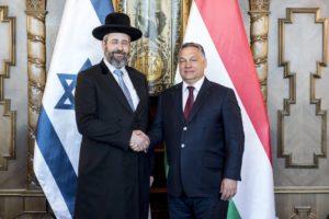 Új Talmud-fordítást és kóser vágóhidat is átadott a Magyarországra látogatott izraeli főrabbi