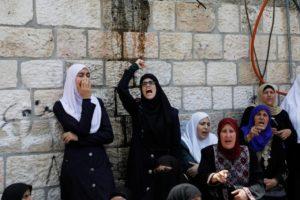 Miért tiltakoznak a palesztinok ilyen hevesen néhány egyszerű beléptető kapu miatt?