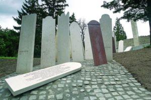 Megrongálták a meggyilkolt zsidó munkaszolgálatosok balfi emlékhelyét