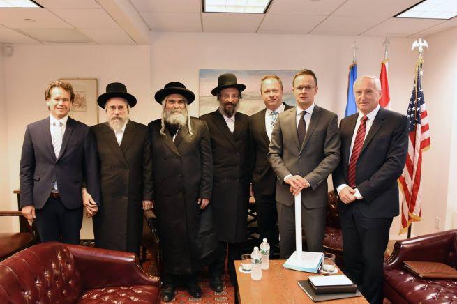 Csoportkép a New York-i találkozóról (Fotó: facebook.com/Kumin-szerint)