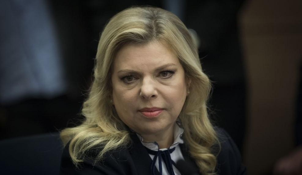 Csalás és hűtlen kezelés miatt emelhetnek vádat az izraeli miniszterelnök felesége ellen