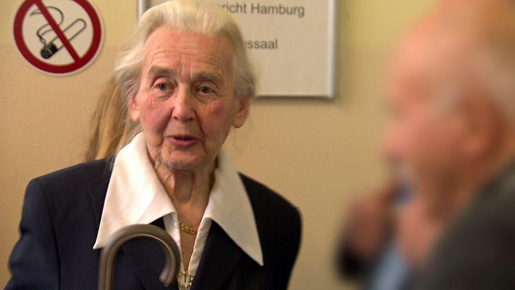 Félév börtönre ítélték a holokauszttagadó nagymamát