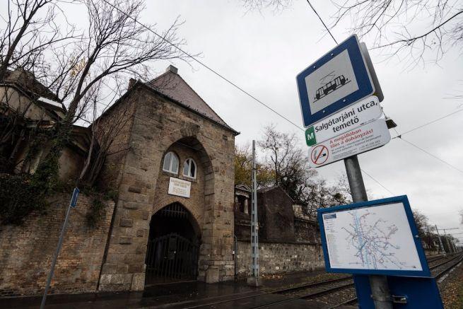 A Salgótarjáni utcai zsidó temető bejárata (Fotó: Mónus Márton/MTI)