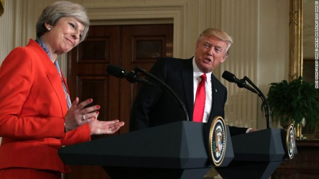Theresa May és Donald Trump
