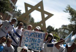 Izrael tíz országgal tárgyal a nagykövetségeik Jeruzsálembe költöztetéséről