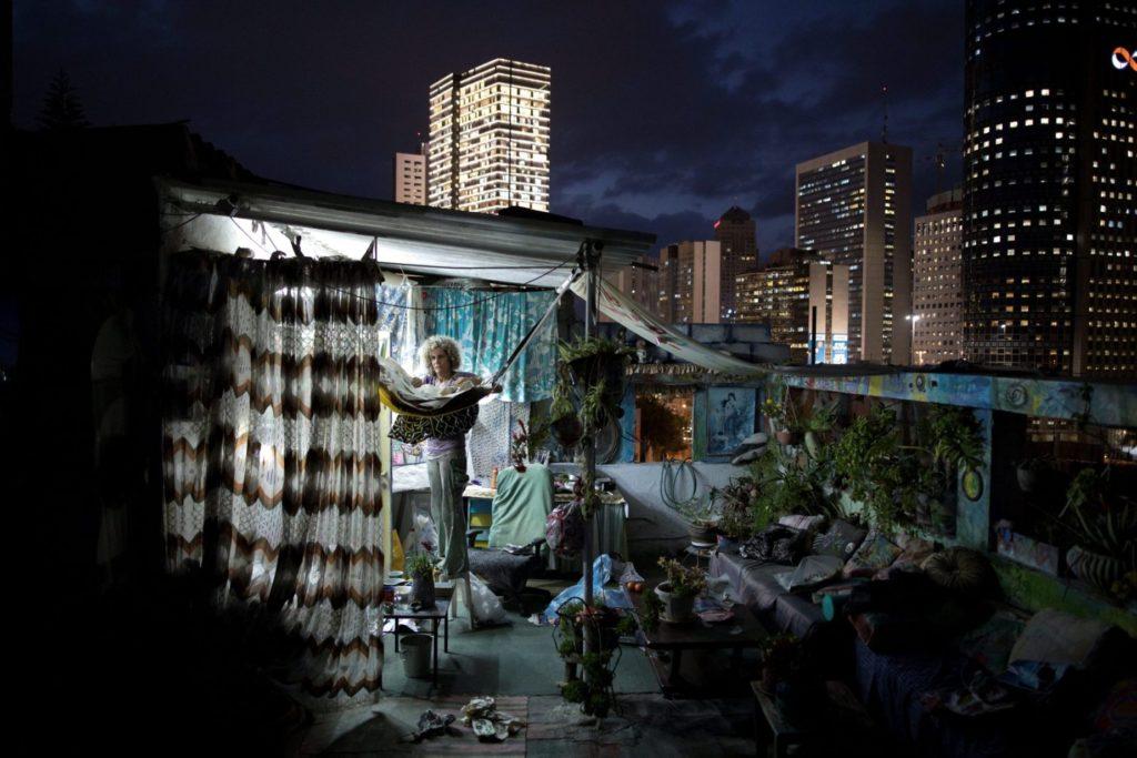 Tel-Avivban a háztetőkön is zajlik az élet